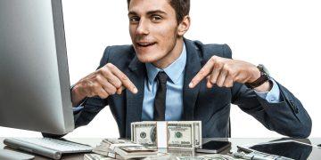 Hombre con dinero en efectivo