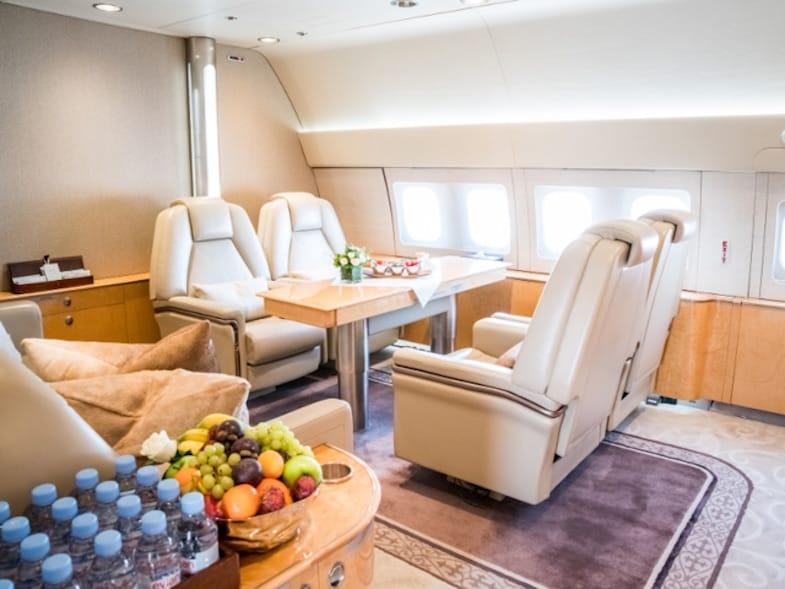 Echa un vistazo al avión privado Boeing 767 que cuesta $30.000 por hora y que un príncipe saudí utiliza para sus viajes de negocios