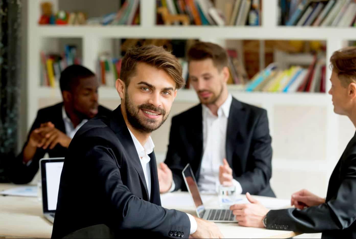 Una consultoría de pequeños negocios se puede emprender con poco dinero.