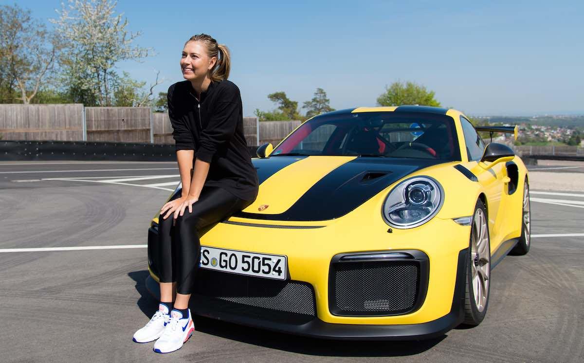 María Sharapova conduce a fondo el Porsche 911 GT2 RS