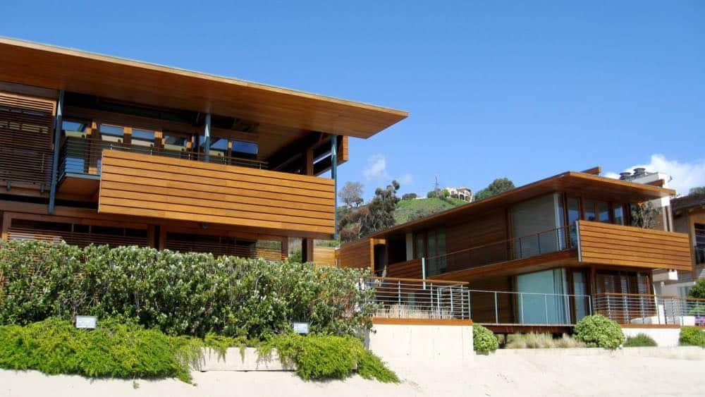 El multimillonario cofundador de Hard Rock Café vendió su mega propiedad frente a la playa en Malibú por $110 MILLONES