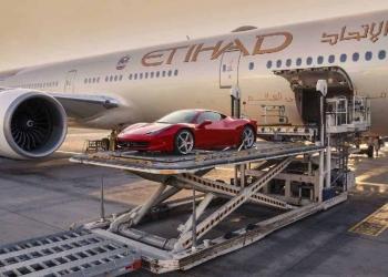 """El nuevo servicio """"FlightValet"""" de Etihad facilitará a los árabes multimillonarios traer sus súperdeportivos a Europa justo para el verano"""