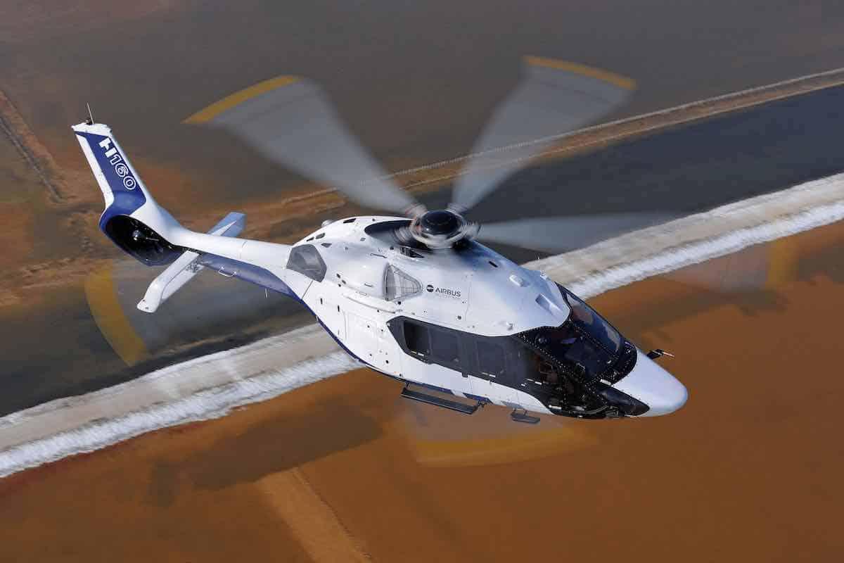 El elegante y futurista helicóptero H160 de Airbus diseñado por la firma francesa Peugeot