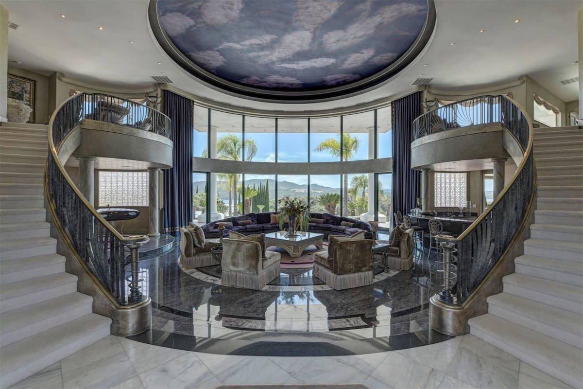 Eddie Murphy, pone a la venta su gigantesca mega mansión con 9 garajes para coches en Granite Bay, California por $10 millones