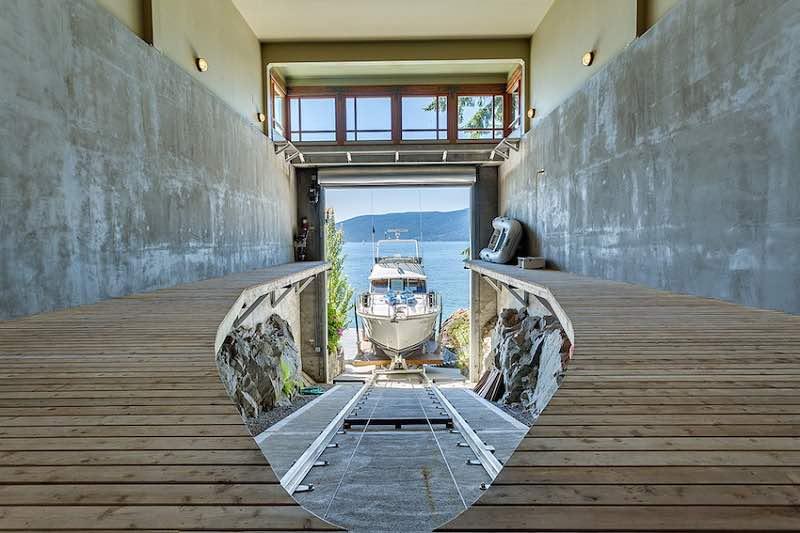 Esta exclusiva & única mega mansión en Canadá con su propio garaje para yates se vendió por $17,9 millones