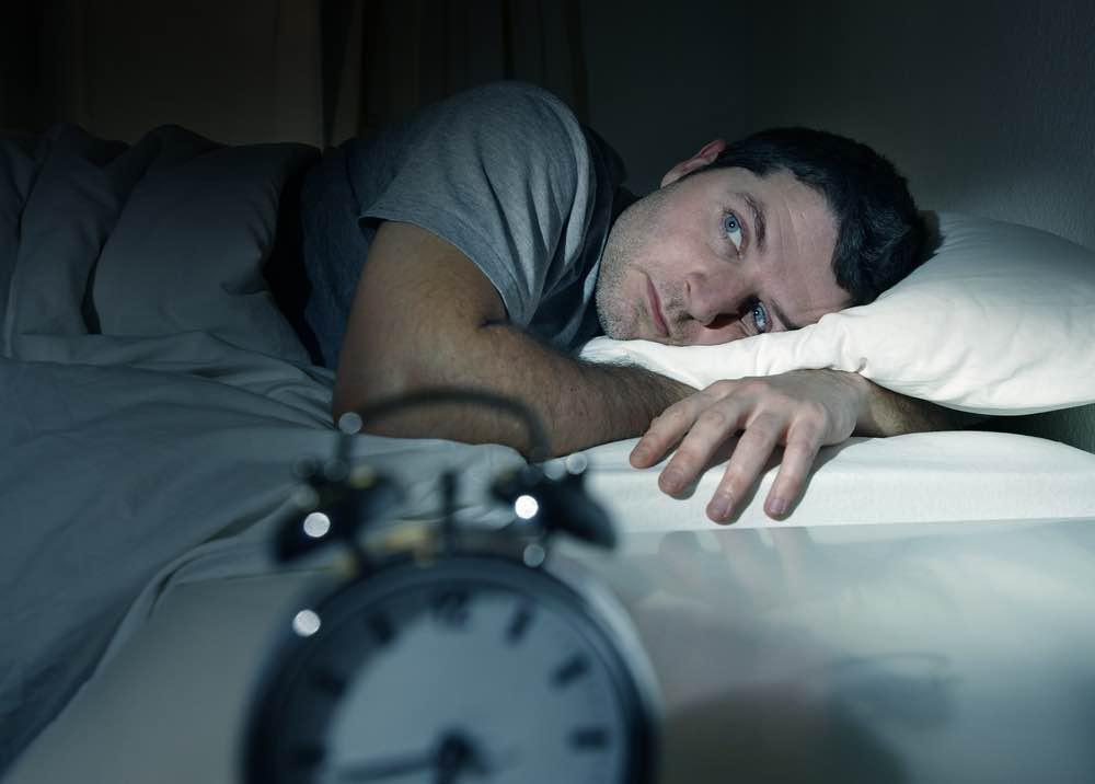 Entre menos duermas, más gordo te pones: el cansancio nos hace comer más, dicen los científicos