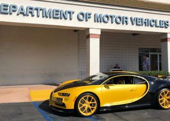 Vea a este joven de 17 años tomar la prueba de conducir en un Bugatti Chiron