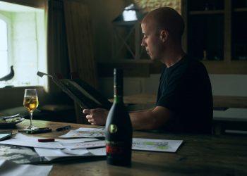 Rémy Martin se une al artista Matt W. Moore para invitarnos a repensar nuestra visión del mundo