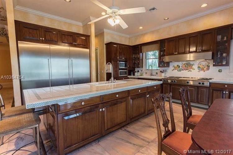 La súper estrella de 'Despacito', Luis Fonsi, compra lujosa mansión en Coral Gable, Miami por $5 millones