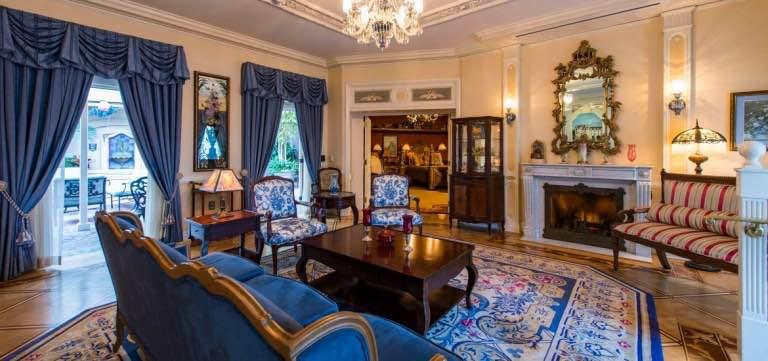 """Por solo $15.000/PERSONA, el exclusivo restaurante """"Royal 21"""" de Disneyland California te hará sentir como un Rey o una princesa"""