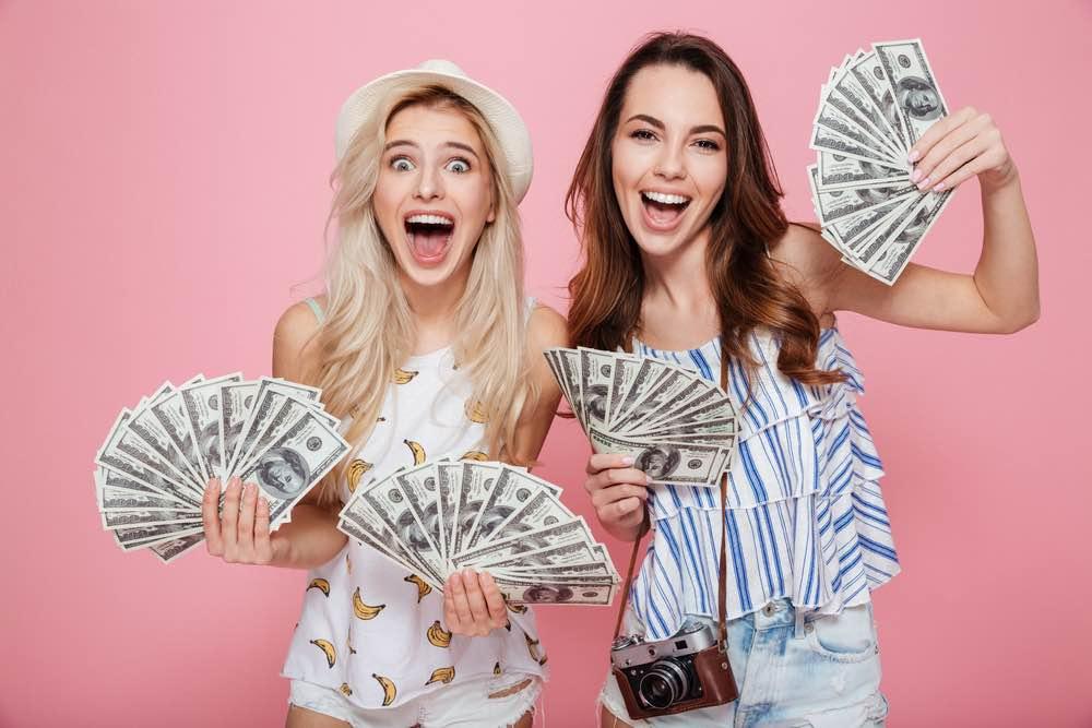 Muchachas con dinero
