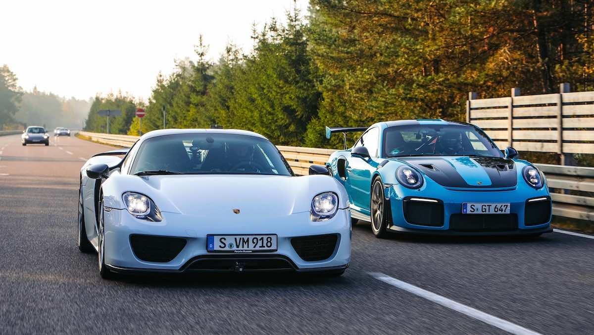 Porsche 918 Spyder (izq.) y Porsche 911 GT2 RS