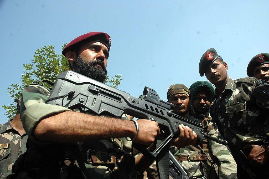 Soldados de India