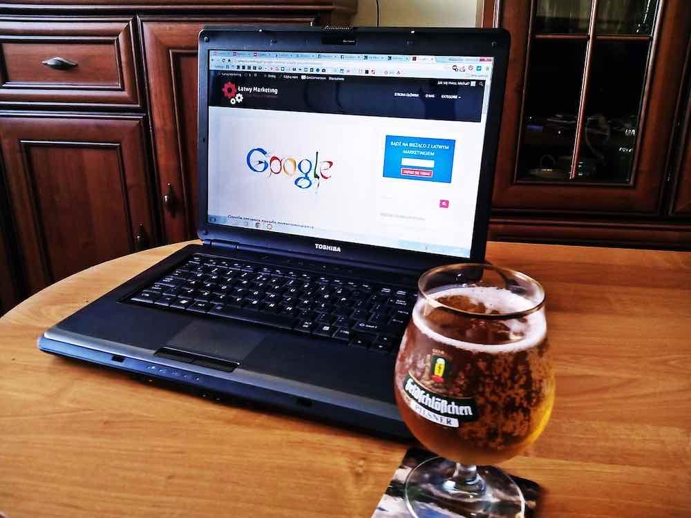 Computadora y Cerveza