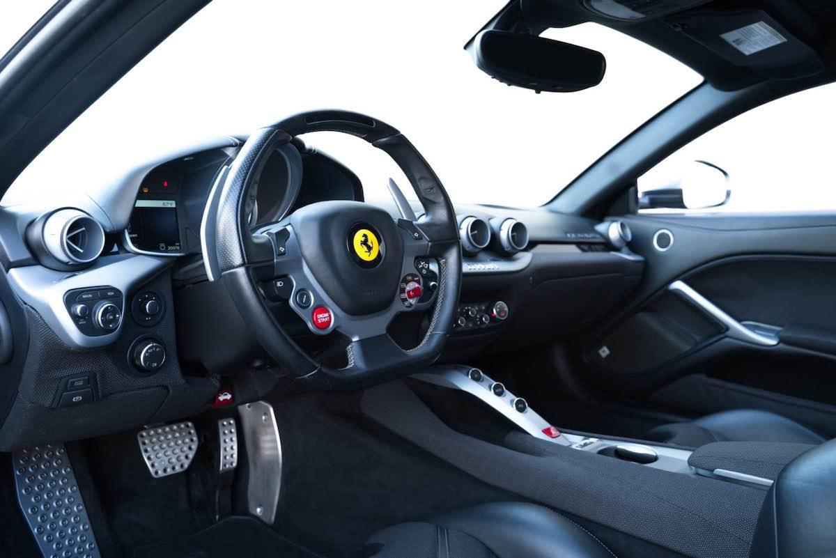 Ferrari F12 Berlinetta 2014, ex-propiedad de Jason Statham