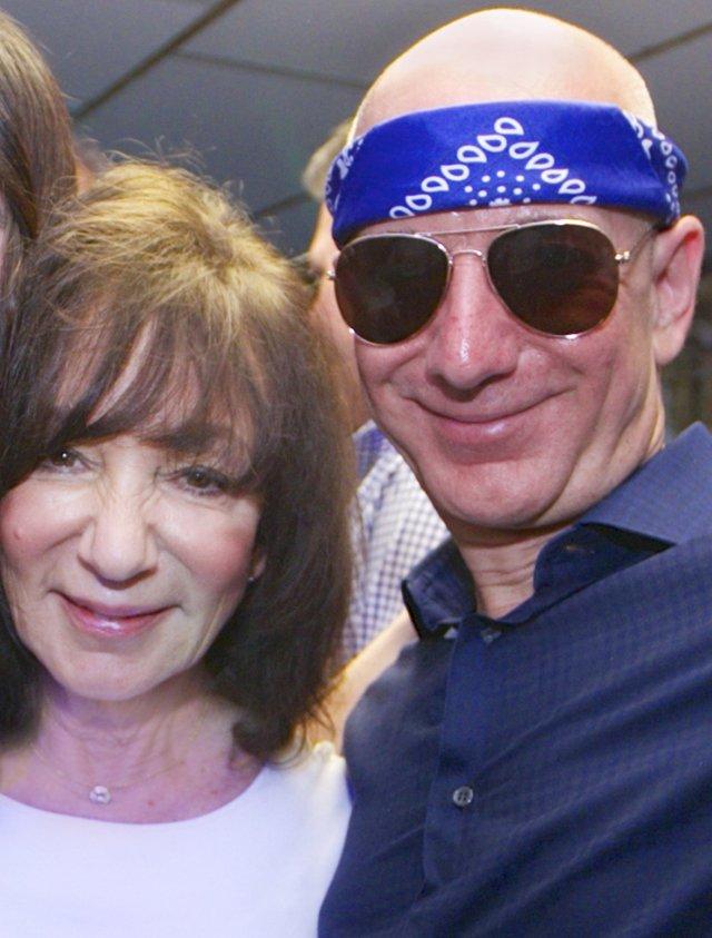 Jeff Bezos y su mamá