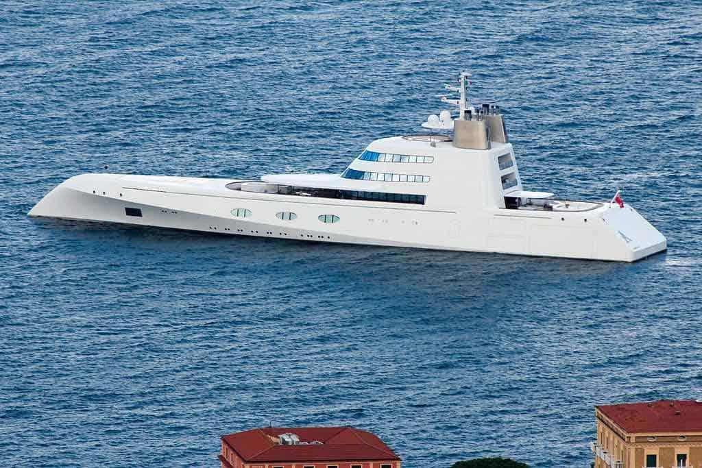 Mega yate 'A', tour privado por este súper yate de lujo de $300 millones diseñado por Philippe Starck