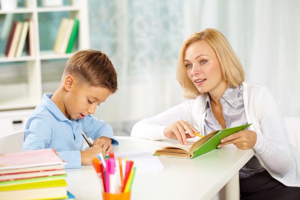 Clases o tutorías particulares, se puede emprender con poco dinero.