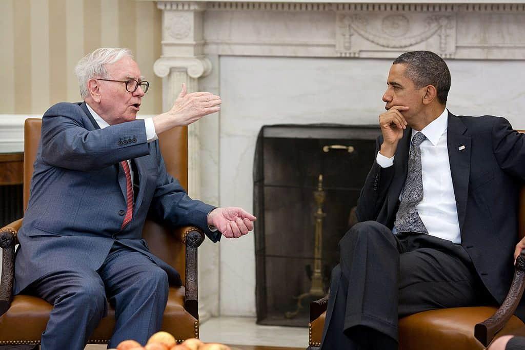 Warren Buffett se reúne con el ex presidente Barack Obama
