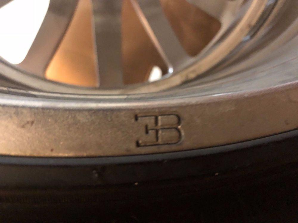 Usuario de eBay vende un juego de llantas y neumáticos de un Bugatti Veyron 16.4 por el mismo precio de un Porche Carrera ¡nuevo!