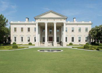 Está espectacular mansión y réplica de la Casa Blanca en Dallas, Texas se vendió por ~$15 millones