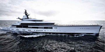 """El dueño de los Dallas Cowboys """"Jerry Jones"""" recibió su recién construido mega yate de $250 millones"""