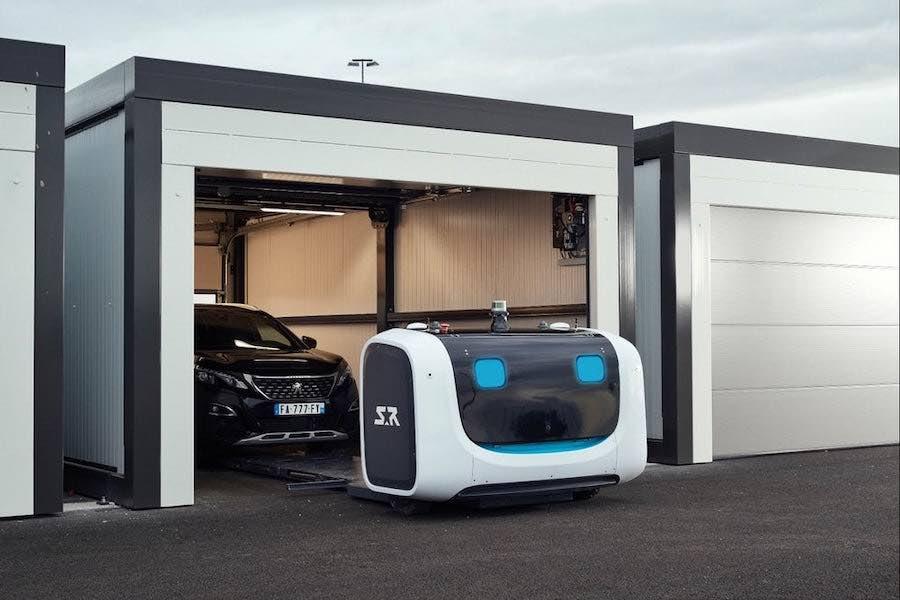 El aeropuerto londinense de Gatwick experimentará con robots aparcacoches autónomos Stan que estacionarán sus vehículos