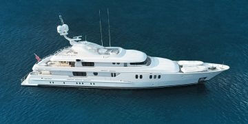 Vitamin Sea², este lujoso mega yate de 52m construido por Amels sale a la venta por €18,9 millones