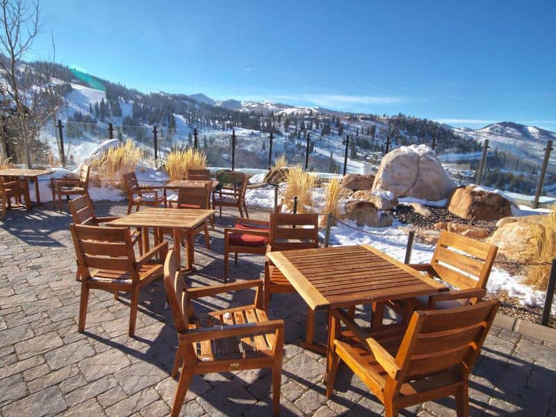 El magnate fundador de Papa John's Pizza vendió su ultra lujoso condominio penthouse de esquí en Park City, Utah por $17 millones