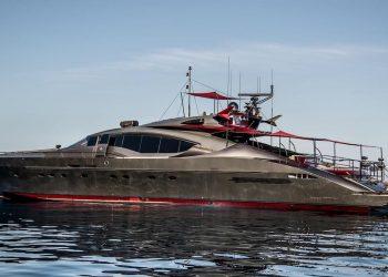 Sube a bordo de ASCARI I, el lujoso súper yate de 37 metros construido por Palmer Johnson que ahora puedes comprar por €5.200.000
