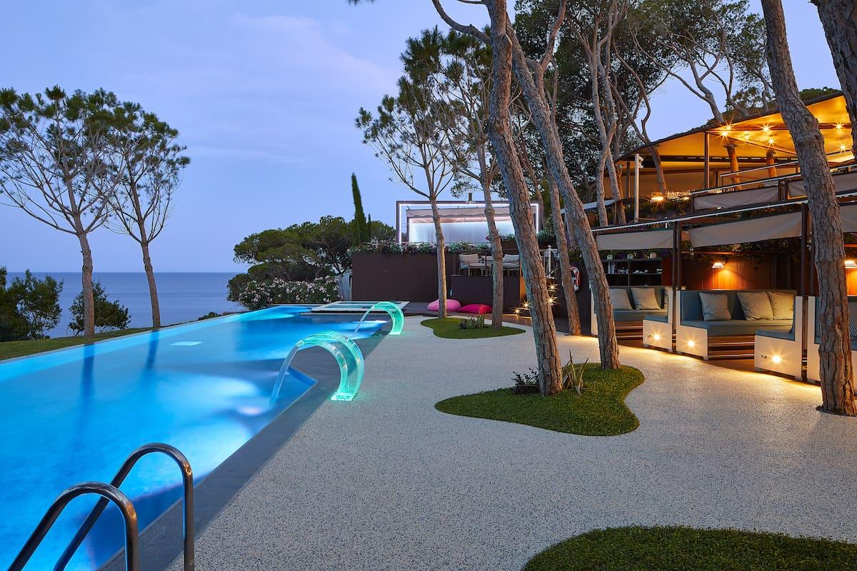 """Disfruta del yate de lujo Azimut del Alàbriga Hotel & Home Suites con una escapada """"Top Class"""" por la Costa Brava"""