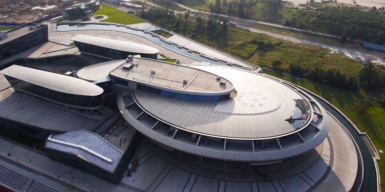 """Multimillonario chino Liu Dejian, construyó la casa matriz de su compañía en forma de la Star Trek """"USS Enterprise"""""""