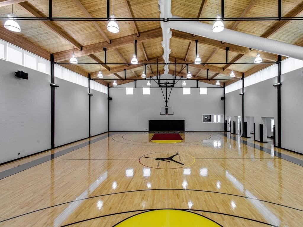 La mega mansión de 56.000 pies cuadrados de Michael Jordan en Chicago todavía no encuentra comprador, 6 años después de ponerla a la venta