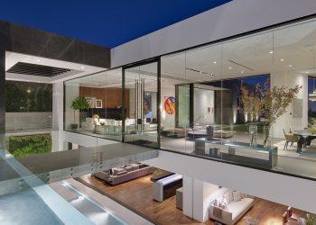 Vea la mansión contemporánea que el magnate de la moda Calvin Klein compró en Hollywood Hills, Los Ángeles por $25 millones