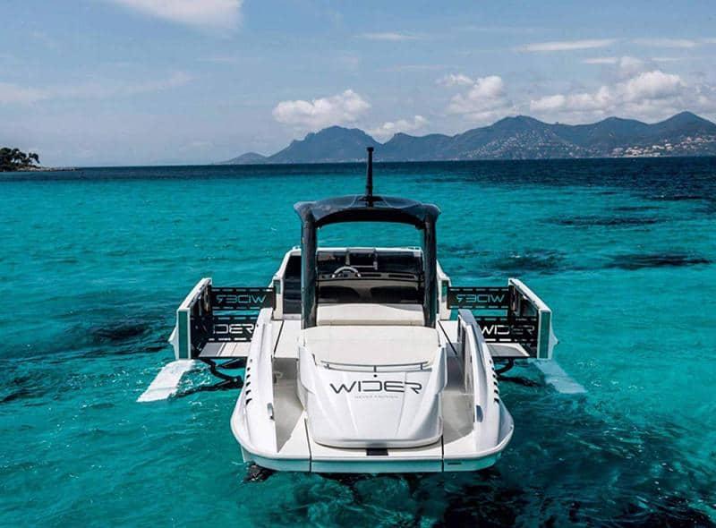 WIDER 42: Este yate Transformer se expande y proporciona espacio adicional para tomar el sol