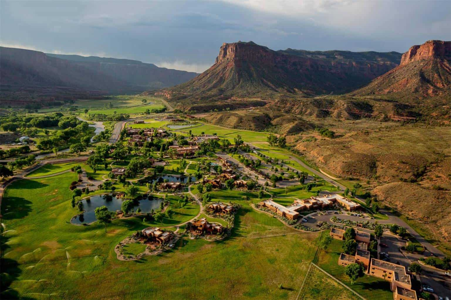 John Hendricks, creador de Discovery Channel, vende su deslumbrante propiedad inmobiliaria de 8.700 acres en Mesa, Colorado, por la ostentosa cifra de $279 millones, la propiedad en venta más cara de Estados Unidos