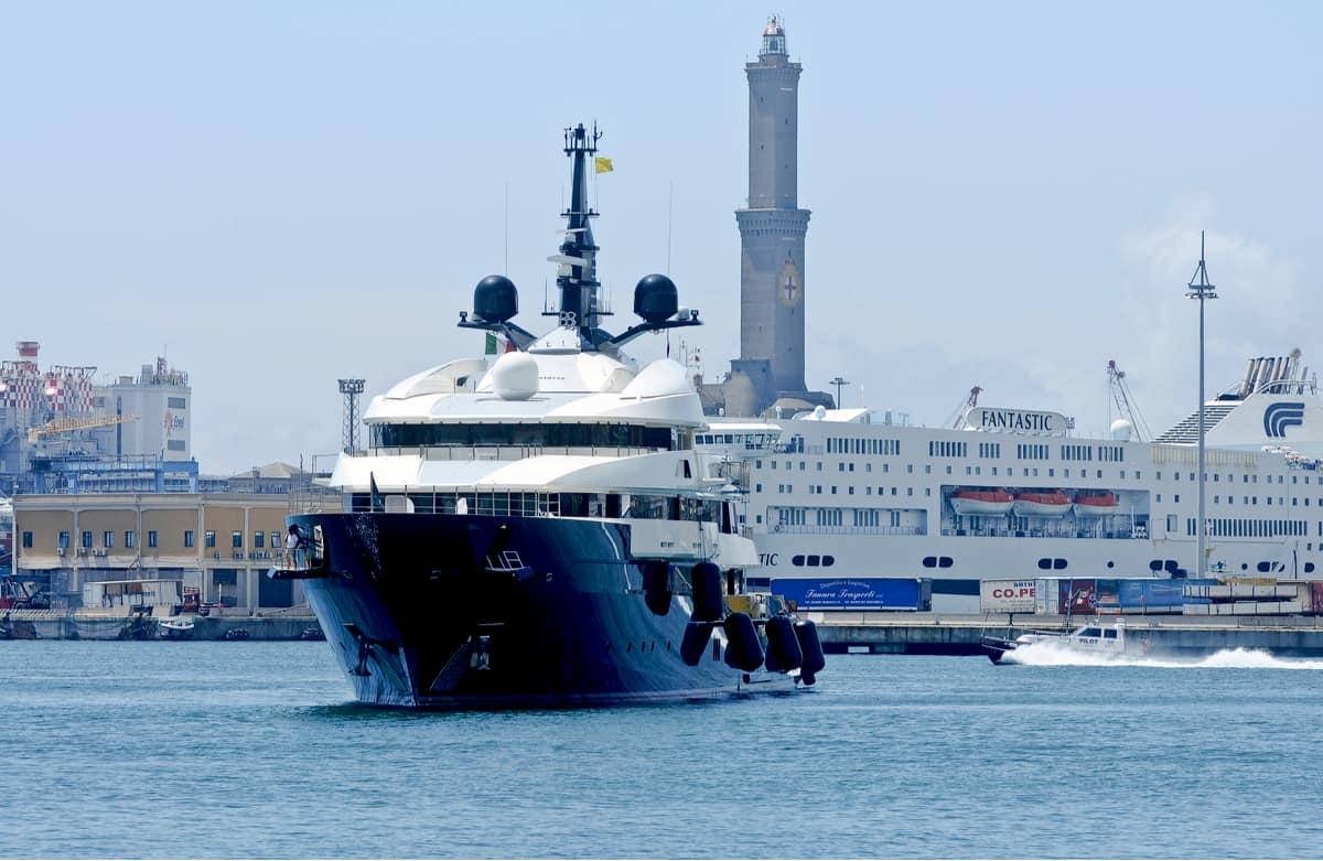 Cuando este aclamado director cinematográfico zarpa a los mares, lo hace en ?Seven Seas?, su gigantesco mega yate de lujo de $200 millones