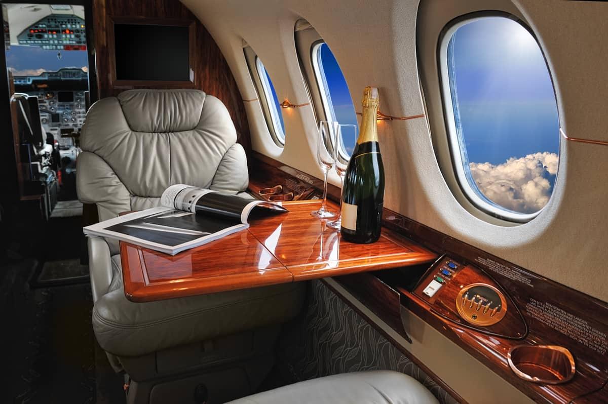 Interior de un jet privado