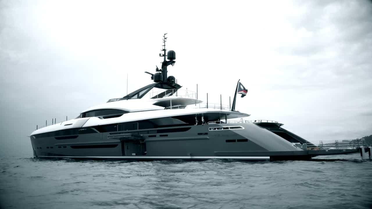 Entra a Utopia IV, el súper yate privado de $50 millones de la exitosa pareja JR y Loren Ridinger