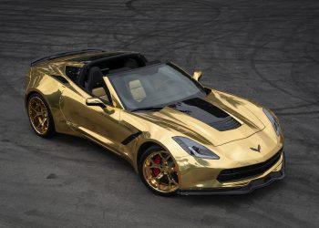 Corvette C7 Stingray chapado en oro agrega enormes llantas deportivas doradas