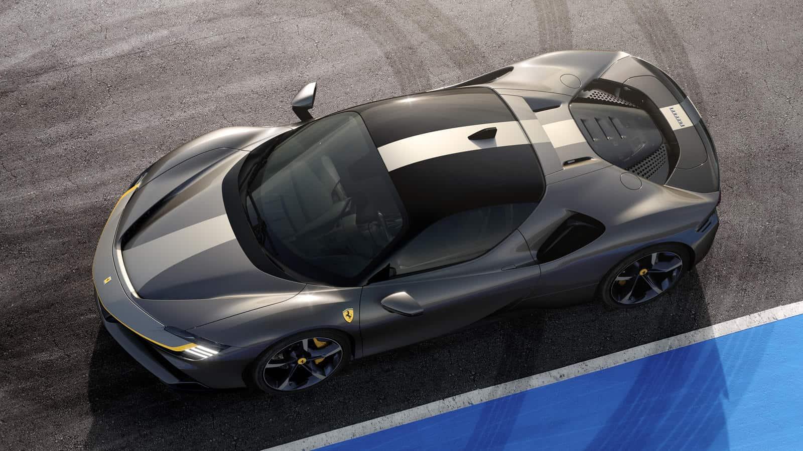 El híbrido enchufable Ferrari SF90 Stradale en gris