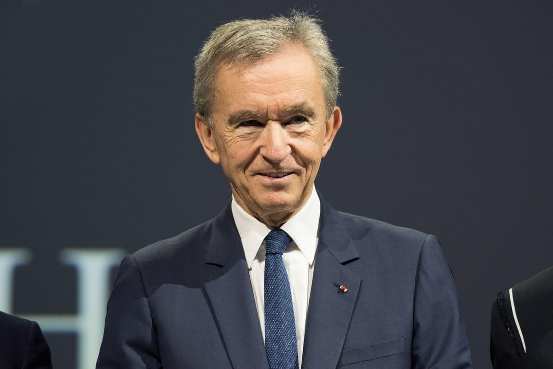 Bernard Arnault, CEO de LVMH, se convierte en la tercera persona del mundo con una fortuna valorada en más de $100 mil millones