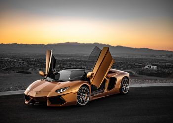 Lamborghini Aventador chapado en oro