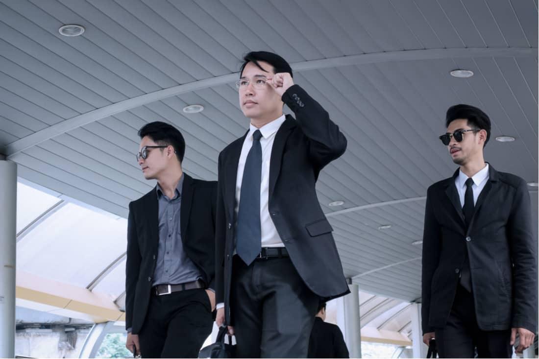 ¿Por qué los hijos de famosos multimillonarios no parecen tener ningún guardaespaldas mientras viajan por el mundo?