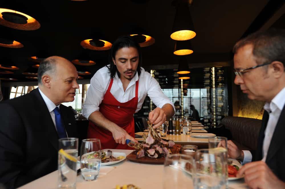 """Nusret Gökçe """"Salt Bae""""; El chef más popular del mundo y dueño de los famosos restaurantes de carne a la parrilla Nusr-Et"""