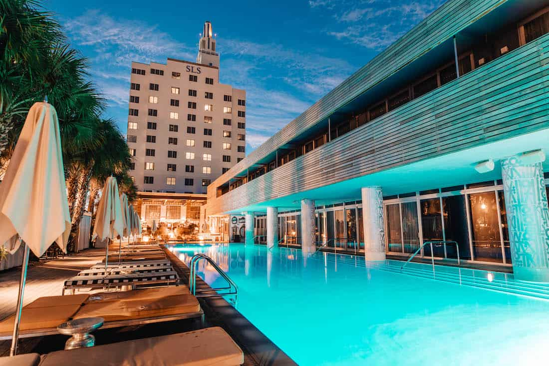 SLS South Beach ofrece bolsos GUCCI, Louis Vuitton y Givenchy con tu reservación.