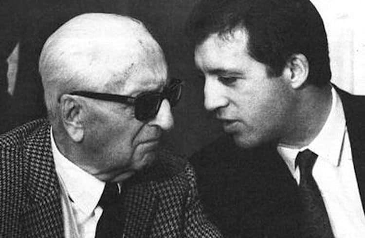 Piero Ferrari habla con su papá, Enzo Ferrari (1988).