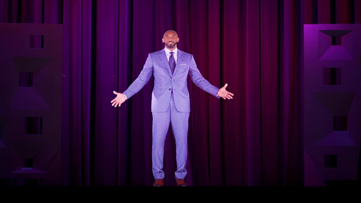 A través de un holograma de última tecnología, Kobe Bryant anuncia el récord de 50 millones de visitantes a Los Ángeles