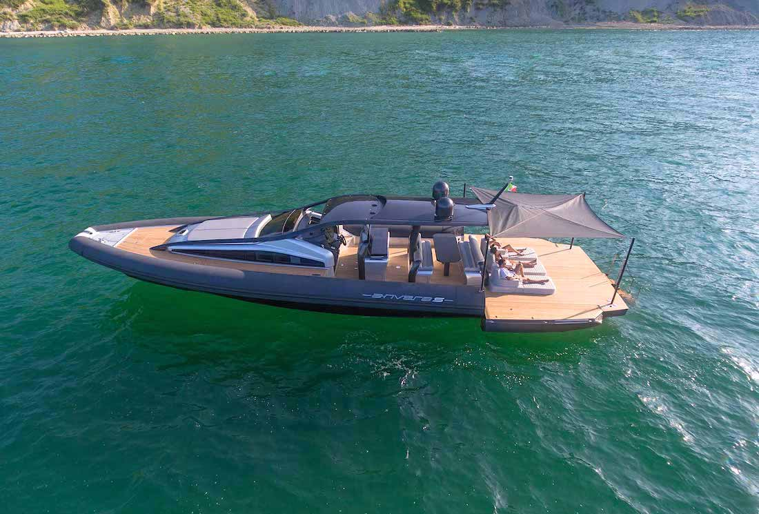 Anvera 55, elegante e innovadora súper lancha a motor construida totalmente de fibra de carbono