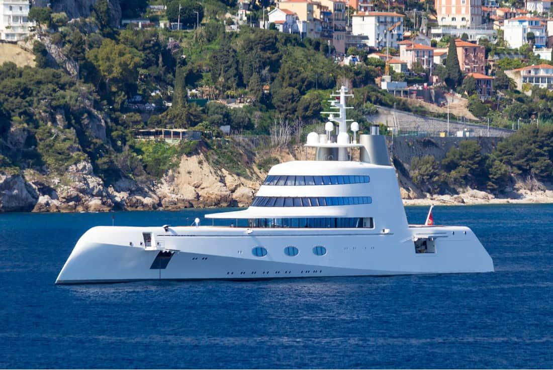 Motor Yacht A: Haga un tour privado por este súper yate de lujo de $300 millones diseñado por Philippe Starck